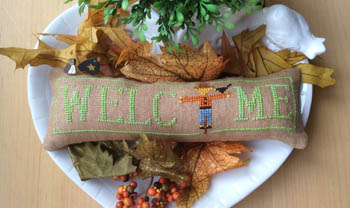 Wee Welcome - October Scarecrow
