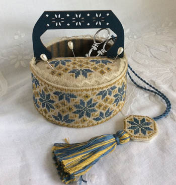 Blue Quaker Sewing Basket withWooden Handle